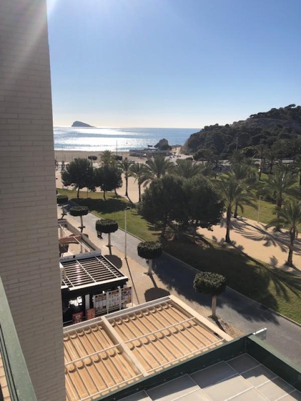 Cala De Villajoyosa / Edificio Balcon Del Mar